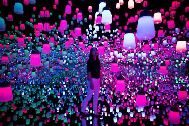 Cùng chiêm ngưỡng bảo tàng không tác phẩm đầu tiên trên thế giới tại Tokyo: nghệ thuật nơi đây nằm tại ánh sáng, không gian và trải nghiệm - Ảnh 1.
