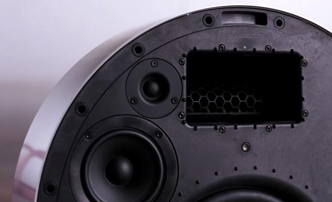 Bang & Olufsen tung mẫu loa Beosound Edge mới, thiết kế hình tròn giống bánh xe, có thể treo tường dễ dàng - Ảnh 4.