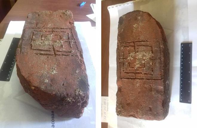 Nga: Tìm thấy bộ boardgame trung cổ bằng đất nung trong lâu đài 700 năm tuổi - Ảnh 4.