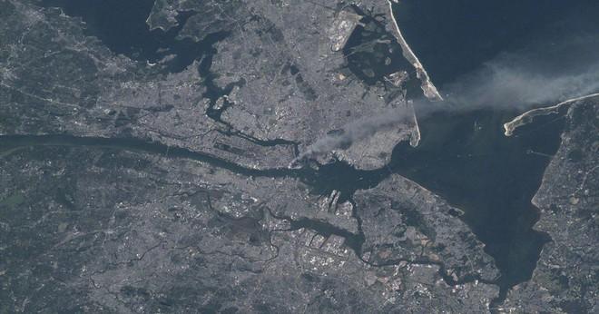 Những hình ảnh từ vệ tinh NASA về cuộc tấn công 11/9 - Ảnh 1.