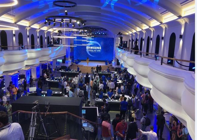 Bên trong cửa hàng bán lẻ và trải nghiệm sản phẩm lớn nhất thế giới của Samsung - Ảnh 1.