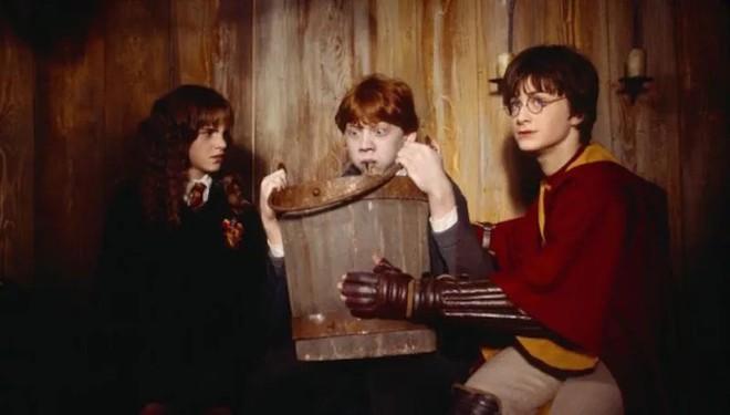 5 nghịch lý khó giải về công nghệ giáo dục ở ngôi trường phù thủy Hogwarts trong Harry Potter - Ảnh 1.