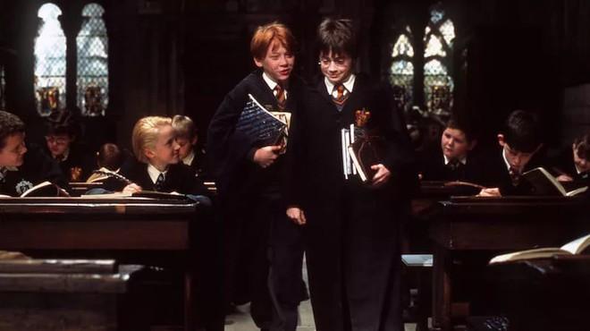 5 nghịch lý khó giải về công nghệ giáo dục ở ngôi trường phù thủy Hogwarts trong Harry Potter - Ảnh 2.