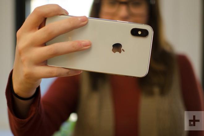 iPhone mới bị phụ nữ chỉ trích vì trọng nam khinh nữ, quá to - Ảnh 2.