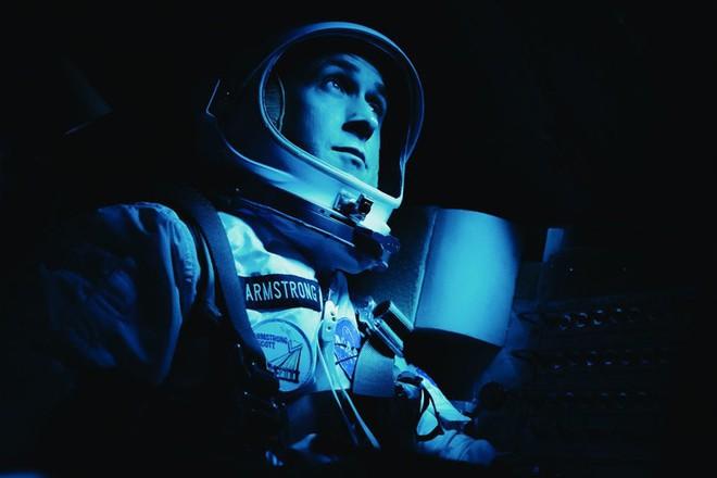 Vừa ra mắt, bộ phim tiểu sử Neil Armstrong hứng gạch vì thiếu cảnh cắm cờ - Ảnh 1.