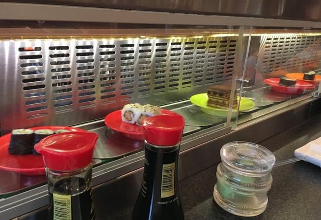 Một mình ăn hết 100 đĩa sushi, anh vận động viên Đức bị cấm cửa vĩnh viễn khỏi nhà hàng buffet Nhật - Ảnh 2.