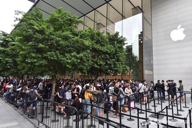 Fanboy Apple từ Việt Nam xếp hàng 24 tiếng để mua iPhone XS lên báo nước ngoài: Mình không thấy mệt tí gì cả! - Ảnh 3.