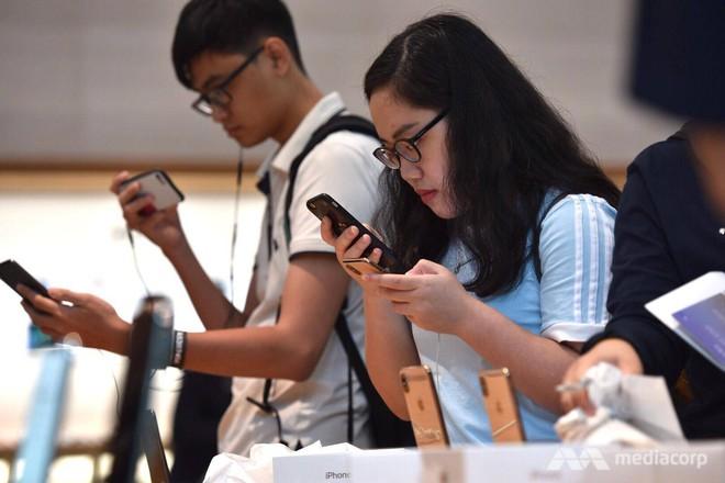 Fanboy Apple từ Việt Nam xếp hàng 24 tiếng để mua iPhone XS lên báo nước ngoài: Mình không thấy mệt tí gì cả! - Ảnh 7.