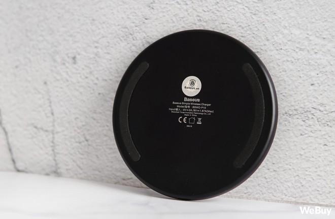Trải nghiệm sạc không dây Baseus Simple Wireless Charger giá 390.000 đồng: Khi nước sơn thì tốt mà gỗ lại quá dở! - Ảnh 10.