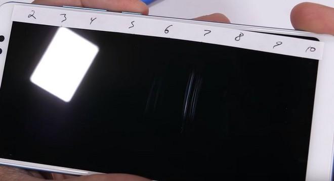 Tra tấn Xiaomi Redmi Note 5 Pro với dao, lửa và bẻ cong: Giá rẻ nhưng độ hoàn thiện không hề rẻ tiền - Ảnh 2.