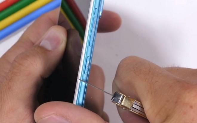 Tra tấn Xiaomi Redmi Note 5 Pro với dao, lửa và bẻ cong: Giá rẻ nhưng độ hoàn thiện không hề rẻ tiền - Ảnh 3.
