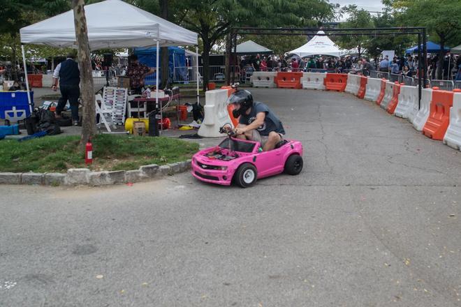 Những thứ đồ hay ho nhất hội chợ đồ tự chế DIY: từ cánh tay robot khổng lồ nghiền nát ô tô, tới thiết bị sạc pin bằng cách đi bộ - Ảnh 15.