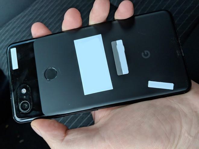 Nhân viên Google bỏ quên nguyên mẫu Pixel 3 XL màu đen trên xe của tài xế Lyft - Ảnh 2.