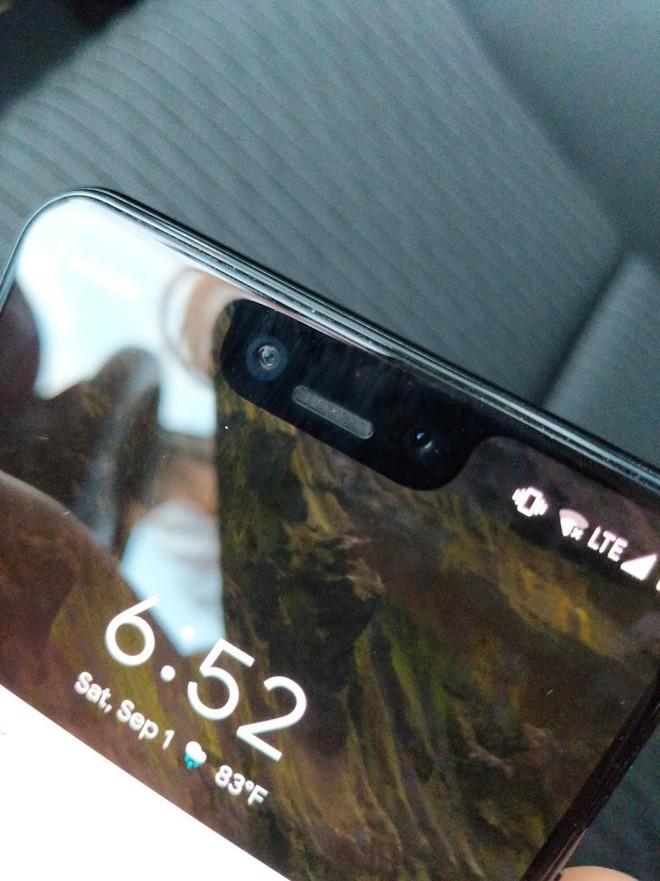 Nhân viên Google bỏ quên nguyên mẫu Pixel 3 XL màu đen trên xe của tài xế Lyft - Ảnh 1.