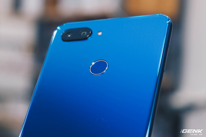 Trên tay Xiaomi Mi 8 Lite giá từ 5 triệu: Đứa con lai của Xiaomi và Huawei, hứa hẹn phá đảo phân khúc tầm trung - Ảnh 9.