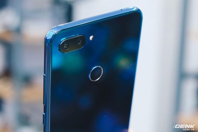Trên tay Xiaomi Mi 8 Lite giá từ 5 triệu: Đứa con lai của Xiaomi và Huawei, hứa hẹn phá đảo phân khúc tầm trung - Ảnh 8.
