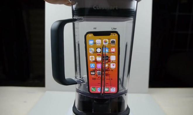 """Thử nghiệm làm món """"nước ép"""" iPhone X với máy xay sinh tố: Hồn xác chia lìa - Ảnh 1."""