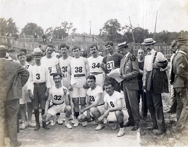 Không cho VĐV uống nước, bắt nuốt thuốc chuột thay doping và những bí mật động trời tại marathon Olympic 1904 - Ảnh 2.