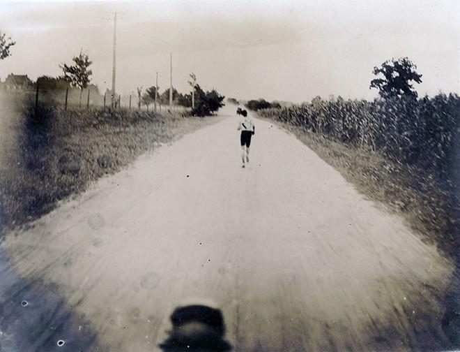 Không cho VĐV uống nước, bắt nuốt thuốc chuột thay doping và những bí mật động trời tại marathon Olympic 1904 - Ảnh 13.