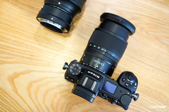 Trên tay nhanh hàng nóng Z7 - Chiếc máy ảnh không gương lật Full-frame đầu tiên của Nikon - Ảnh 2.