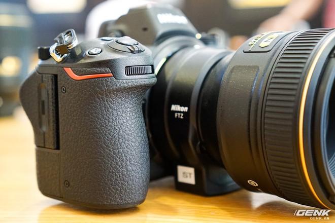 Trên tay nhanh hàng nóng Z7 - Chiếc máy ảnh không gương lật Full-frame đầu tiên của Nikon - Ảnh 6.