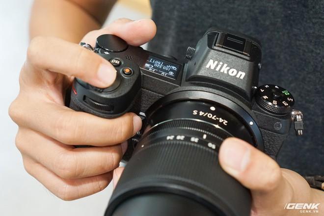 Trên tay nhanh hàng nóng Z7 - Chiếc máy ảnh không gương lật Full-frame đầu tiên của Nikon - Ảnh 7.