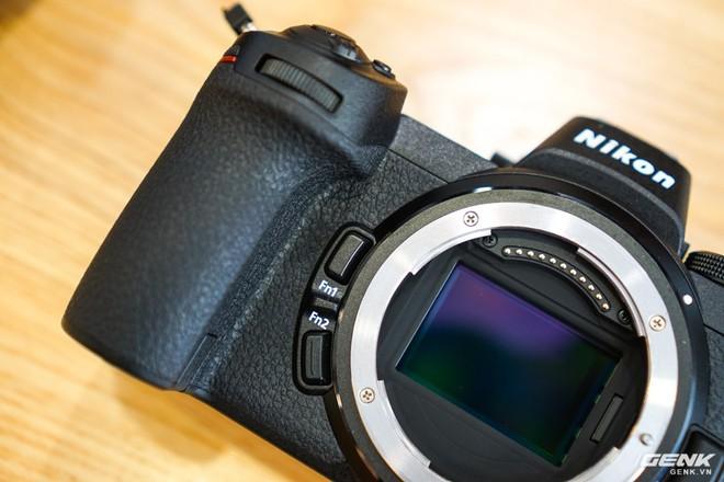 Trên tay nhanh hàng nóng Z7 - Chiếc máy ảnh không gương lật Full-frame đầu tiên của Nikon - Ảnh 5.