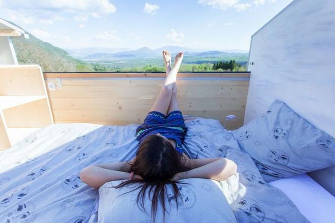 Thiết kế ngôi nhà độc đáo: Khi nóc nhà có thể mở toang và nằm giường ngủ để ngắm sao trời - Ảnh 15.