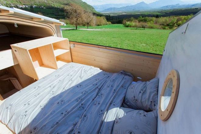 Thiết kế ngôi nhà độc đáo: Khi nóc nhà có thể mở toang và nằm giường ngủ để ngắm sao trời - Ảnh 9.