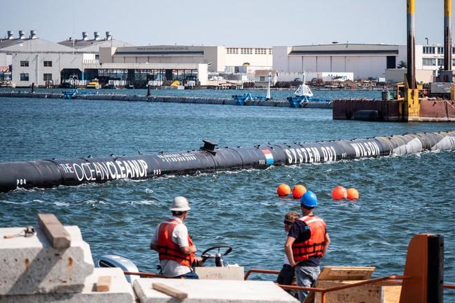 Hệ thống đầu tiên của dự án dọn rác biển The Ocean Cleanup đã chính thức ra khơi, đây là những hình ảnh về nó - Ảnh 32.