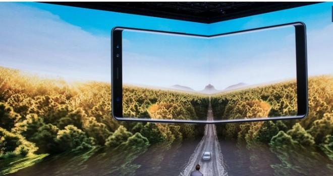 Cuối cùng Samsung cũng công bố ngày phát hành smartphone màn hình gập Galaxy X - Ảnh 1.