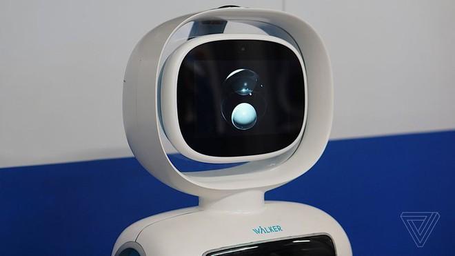 [CES 2018] Ubtech Walker là một chú robot không tay nhưng cực kỳ hay - Ảnh 2.