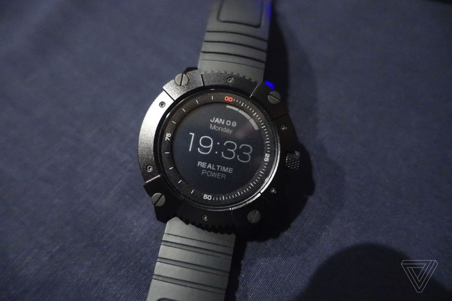 [CES 2018] Chiếc smartwatch này có thể tự sạc bằng nhiệt độ cơ thể của bạn hoặc bằng năng lượng mặt trời - Ảnh 2.