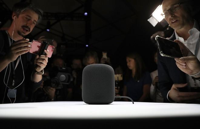 Chiếc HomePod của Apple thu hút giới báo chí, nhưng dường như sản phẩm này khó có thể cạnh tranh được với các sản phẩm loa thông minh của Amazon.