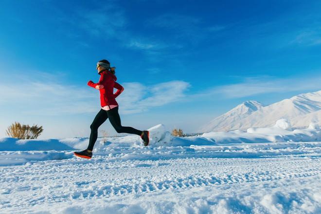 Tập thể dục ngoài trời lạnh có giúp bạn đốt cháy nhiều calo hơn?