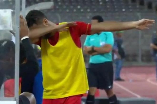 Cầu thủ bóng đá Ả Rập Xê Út này có thể bị đi tù chỉ vì... dab với đồng đội - Ảnh 1.