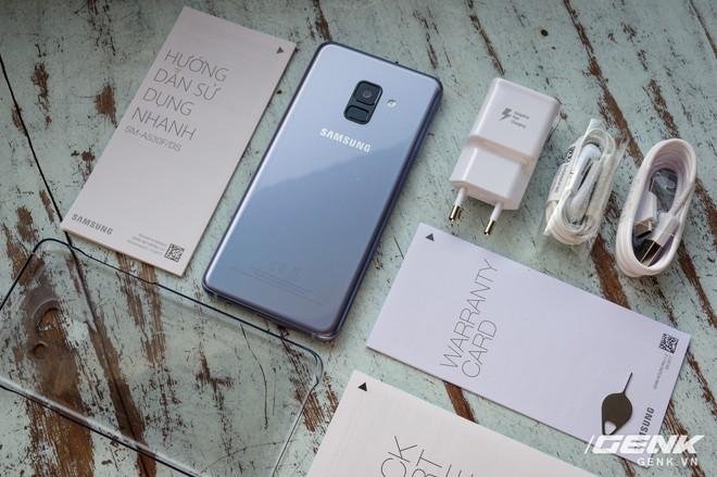 Mở hộp Galaxy A8 (2018) chính hãng giá 10,99 triệu đồng: màu Tím Bạc cực đẹp! - Ảnh 4.