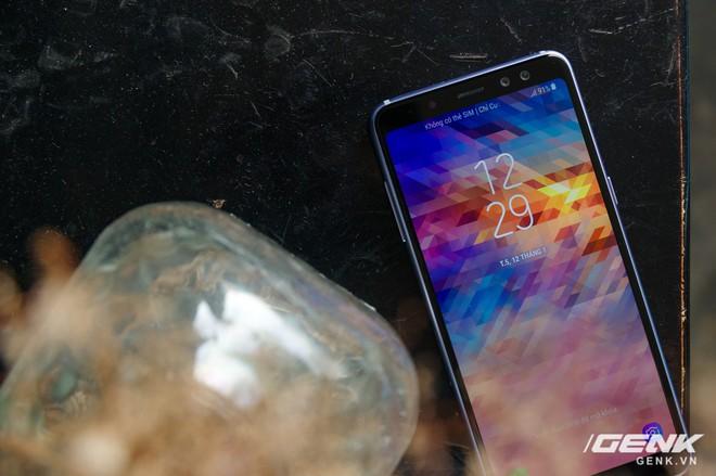 Mở hộp Galaxy A8 (2018) chính hãng giá 10,99 triệu đồng: màu Tím Bạc cực đẹp! - Ảnh 1.