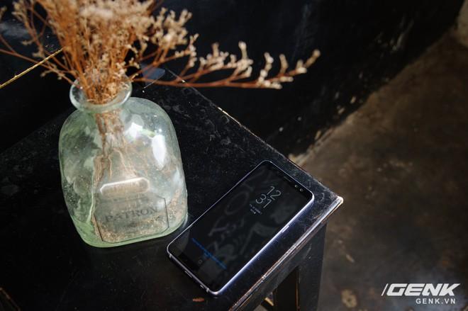 Mở hộp Galaxy A8 (2018) chính hãng giá 10,99 triệu đồng: màu Tím Bạc cực đẹp! - Ảnh 2.