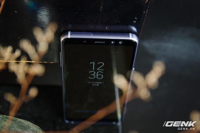 Mở hộp Galaxy A8 (2018) chính hãng giá 10,99 triệu đồng: màu Tím Bạc cực đẹp! - Ảnh 10.