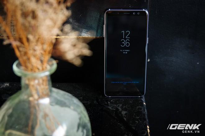 Mở hộp Galaxy A8 (2018) chính hãng giá 10,99 triệu đồng: màu Tím Bạc cực đẹp! - Ảnh 12.
