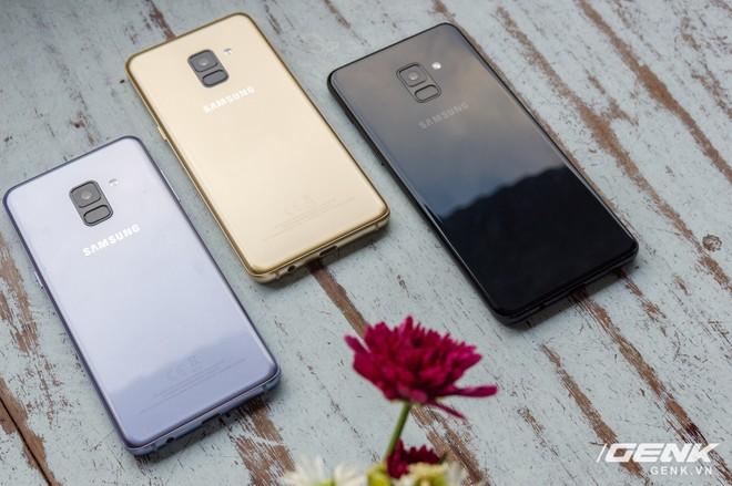Mở hộp Galaxy A8 (2018) chính hãng giá 10,99 triệu đồng: màu Tím Bạc cực đẹp! - Ảnh 6.