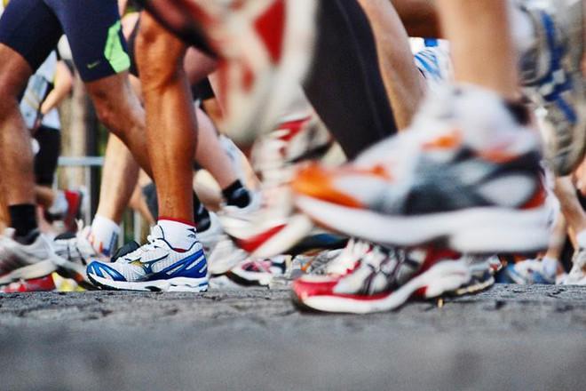 Giày chạy có thực sự giúp giảm chấn thương và nâng cao hiệu quả tập luyện? - Ảnh 1.
