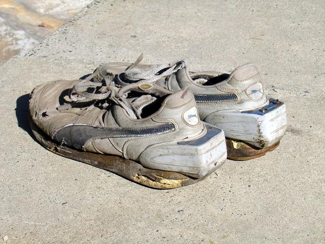 Bạn nghĩ giày thông minh kết nối với điện thoại, máy tính gần đây mới xuất hiện? Đôi smartShoe này có khi còn nhiều tuổi hơn bạn đấy! - Ảnh 3.