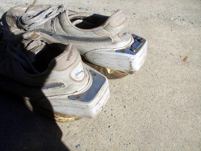 Bạn nghĩ giày thông minh kết nối với điện thoại, máy tính gần đây mới xuất hiện? Đôi smartShoe này có khi còn nhiều tuổi hơn bạn đấy! - Ảnh 4.