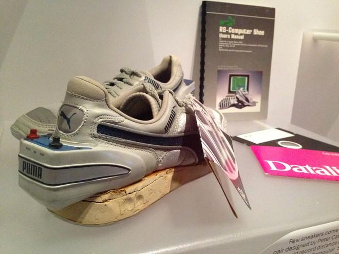 Bạn nghĩ giày thông minh kết nối với điện thoại, máy tính gần đây mới xuất hiện? Đôi smartShoe này có khi còn nhiều tuổi hơn bạn đấy! - Ảnh 7.