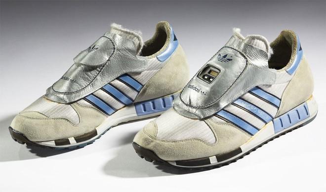 Bạn nghĩ giày thông minh kết nối với điện thoại, máy tính gần đây mới xuất hiện? Đôi smartShoe này có khi còn nhiều tuổi hơn bạn đấy! - Ảnh 8.