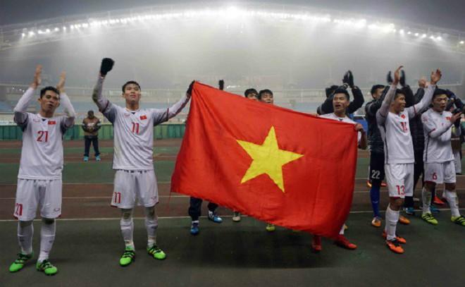 VinaPhone tặng 2,3 tỷ tiền cước điện thoại cho đội tuyển U23 Việt Nam - Ảnh 1.