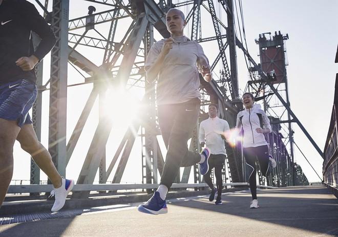 Nike tiếp tục cuộc đua công nghệ bằng bộ đệm tối ưu, tích hợp trên mẫu giày chạy Epic React FlyKnit - Ảnh 10.