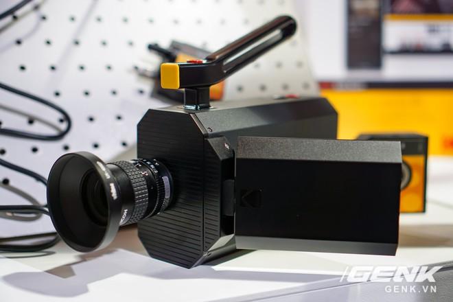 [CES 2018] Sờ tận tay máy quay phim Kodak Super 8: khi nét hoài cổ kết hợp công nghệ số - Ảnh 1.
